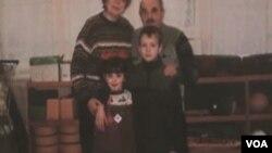 Dmitry i Dasha kao djeca, sa bakom i dedom