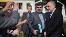 Šef iranskog pregovaračkog tima, Ali Akbar Salehi razgovara sa novinarima u Lozani u Švajcarskoj, 17. mart 2015.