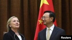 AQSh Davlat kotibasi Xillari Klinton Xitoy Tashqi ishlar vaziri Yan Dzechi bilan Pekinda uchrashmoqda, 4-sentabr, 2012-yil.