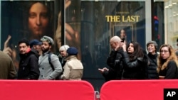 "Visitors to Christie's wait outside in a line to view Leonardo da Vinci's ""Salvator Mundi,"" Nov. 14, 2017, in New York."