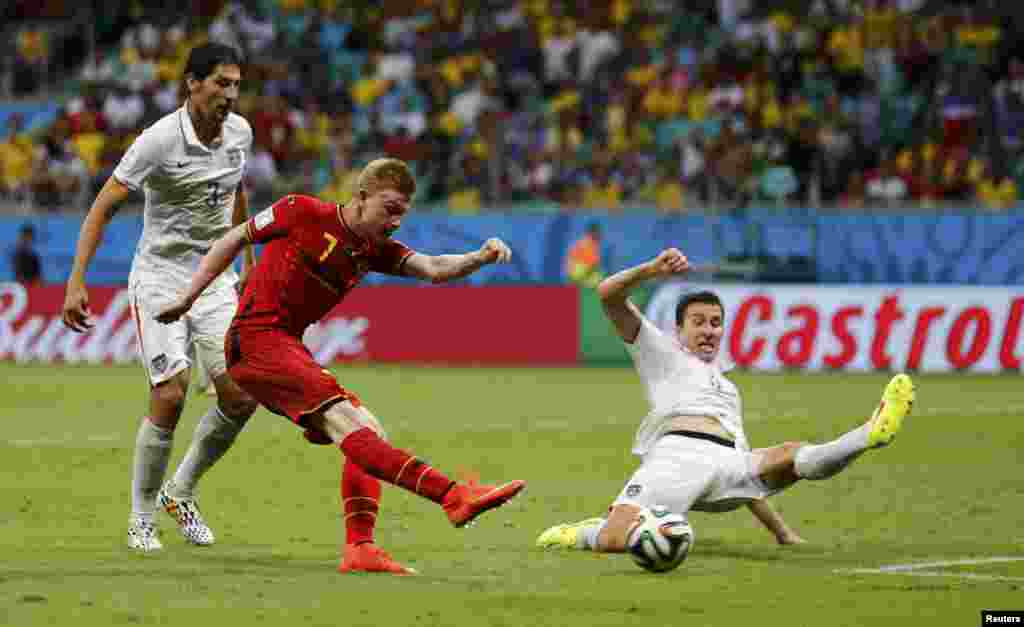 Belgium's Kevin De Bruyne scores against the U.S. in extra time during at the Fonte Nova arena in Salvador, July 1, 2014.