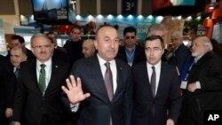 Міністр закордонних справ Туреччини Мевлют Чавушоглу (ц)