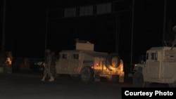 این عکس از سوی دفتر مطبوعاتی هلمند هنگام ورود نیروهای کماندو به لشکرگاه گرفته شده است