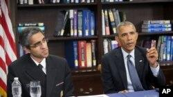 2015年4月7日,美国总统奥巴马和医务总监维韦克•默西在华盛顿的霍华德大学讲话