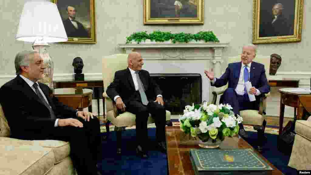جو بایدن، رییس جمهور ایالات متحده در جریان ملاقات امروزیاش در قصر سفید با محمد اشرف غنی، رییس جمهور و عبدالله عبدالله، رییس شورای مصالحهٔ ملی افغانستان را دوستان دیرینهاش خواند و گفت از ملاقات با آنان خرسند است.