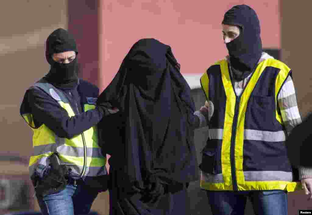 Ispaniyada terrorizmga qarshi kurash: Suriya va Iroqdagi jangarilarga xizmat qilish uchun ayol yollayotgan shaxs hibsga olingan