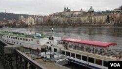 中俄间谍活跃 捷克减少俄外交人员数量