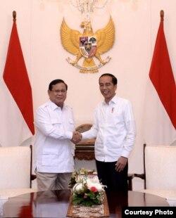 Presiden Joko Widodo dan Prabowo Subianto, bertemu di Istana Merdeka, Jakarta, Kamis sore, 11 Oktober 2019. (Foto courtesy: Setpres RI)