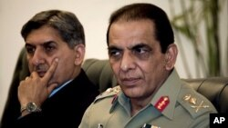 아시파크 파르베즈 카야니 파키스탄 육군 참모총장(오른쪽). (자료 사진)