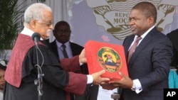 FILE - Then-Defense Minister Filipe Nyusi, front right, is sworn in as newly-elected Mozambican president, Maputo, Jan. 15, 2015.