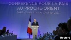 Fransanın xarici işlər naziri Mark Eyro konfransın açılışında çıxış edir