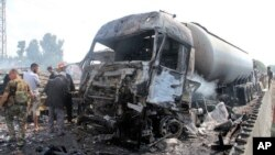 Rongsokan kendaraan akibat ledakan di Tartus, kota pantai di Suriah barat-laut hari Senin (5/9).