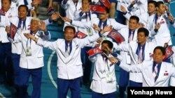 4일 인천아시아드 주경기장에서 열린 2014 인천 아시안게임 폐회식에서 북한 선수단이 입장하고 있다.