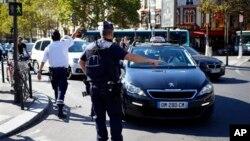 聖母院大教堂發生的襲擊事件後警察封鎖現場