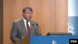 劳联-产联主席理查德∙特拉姆卡在彼得森国际经济研究所演讲(美国之音郁岗拍摄)