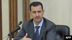 Sirijski predsednik već neko vreme se suočava sa rastućim međunarodnim pritiskom da prekine nasilni obračun sa demonstrantima.