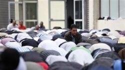 راه حل فرانسه برای متوقف کردن نمازخواندن مسلمانها در خيابان های شمال پاريس