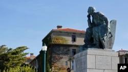 Une statue du colon Cecil John Rhodes aà l'université de Cape Town en Afrique du Sud, le 17 mars 2015.