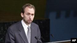 Hoàng thân Zeid al-Hussein phát biểu tại trụ sở LHQ ở New York, 12/7/2001.