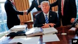 Prezident Tramp çərşənbə günü Türkiyə lideri ilə telefonda danışıb