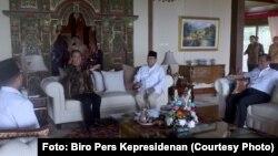 Presiden Jokowi mengunjungi Prabowo Subianto di kediaman Prabowo di Hambalang, Bogor, Senin 31 Oktober 2016. (Foto: Biro Pers Kepresidenan)