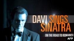 Aktori Robert Davi këndon këngët e Frenk Sinatrës