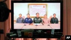 Tham mưu trưởng quân đội Thái Lan Prayuth Chan-ocha tuyên bố trên truyền hình rằng quân đội đã nắm quyền kiểm soát đất nước để giúp vãn hồi trật tự và đẩy mạnh cải cách chính trị.