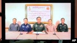 Jenderal Prayuth Chan-ocha (tengah) saat mengumumkan pengambilalihan kekuasaan melalui siaran televisi di Bangkok, Thailand, Kamis, 22 Mei 2014 yang lalu (Foto: dok).