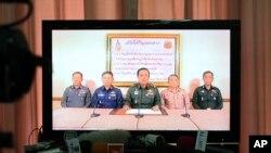 Načelnik generalštaba vojske Tajlanda, general Prajut Čan-Oča saopštava preko televizije da je vojska preuzela vlast, 22. maja 2014.