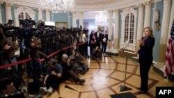 ABŞ Dövlət katibi Hillari Klinton Wikileaks saytında məxfi sənədlərin açıqlanması ilə bağlı bəyanat verir. ABŞ Dövlət Departamenti, Vaşinqton, 29 noyabr 2010