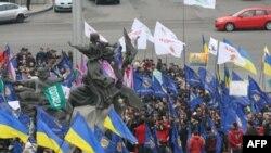 В День свободы в Киеве на Площади независимости собралось несколько тысяч человек