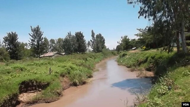 Nyamasaria Water Works in Kisumu, Kenya cleans water from the muddy Kibos River. (VOA/A. Khayesi)