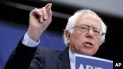 Kandidat calon presiden AS dari Partai Demokrat Bernie Sanders berbicara dalam kampanye di Fort Wayne, Indiana (2/5). (AP/Darron Cummings)