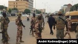 L'une des principales rues de N'Djamena, le 6 janvier 2020. (VOA/André Kodmadjingar)