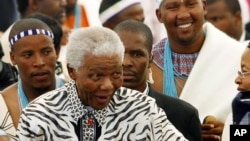 Former South African President Nelson Mandela, centre, followed by his grandson Mandla Mandela, rear right, arrives at a ceremony in Mvezo, South Africa, April 16, 2007.