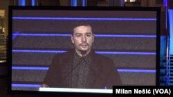 Stevan Dojčinović, urednik Mreže za istraživanje kriminala i korupcije tokom govora nakon dodele nagrade (Foto: VOA)