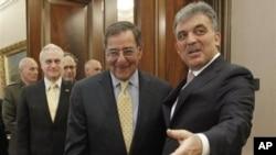 ABD Savunma Bakanı Leon Panetta Ankara ziyaretinde Cumhurbaşkanı Abdullah Gül ile..