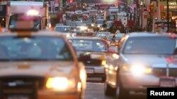 Los grandes congestionamientos vehiculares y el precio de la gasolina son otros factores que desaniman a los conductores.