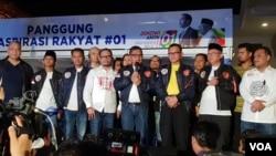 Tim Kampanye Nasional (TKN) pasangan Capres-Cawapres Joko Widodo-Ma'ruf Amin di Jakarta, Kamis malam (17/1). (Foto: VOA/Fathiyah)
