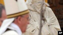 El papa celebró una misa en la Basílica de San Francisco.