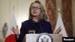 Menlu AS Hillary Clinton memberikan pernyataan tentang krisis penyanderaan ini Aljazair di Washington hari Jumat (18/1).
