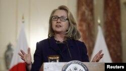 美國國務卿克林頓與星期五在美國國務院談到阿爾及利亞人質的情況