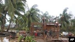 지난 4일 태풍 보파로 피해를 입은 필리핀 남동부 콤포 밸리 지역의 가옥