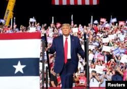 特朗普总统在北卡罗莱纳州举行竞选集会。(2020年10月21日)