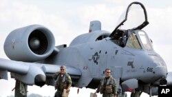 نمونه ای از یک هواپیمای اِی-۱۰ ارتش ایالات متحده آمریکا.