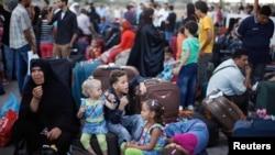 Người Palestine ở Gaza đang chờ để vào Ai Cập qua cửa khẩu Rafah, ngày 24/8/2013.