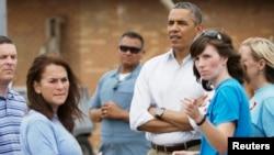 2013年5月26日奧巴馬總統到奧克拉荷馬州的穆爾鎮察看上個星期被超強龍捲風摧毀的一所小學。