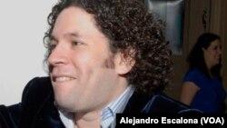 ARCHIVO- El director de la Filarmónica de Los Angeles, Gustavo Dudamel, luego de una presentación en el Kennedy Center para las Artes Escénicas. Washington, D.C., 19-5-2010.