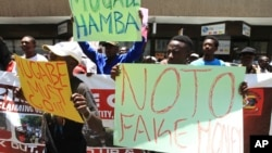 A group of protestors carry placards while demonstrating against the introduction of bond notes in Harare, Nov, 30, 2016.