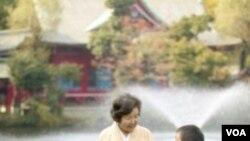 Wanita Jepang mempunyai harapan hidup lebih panjang dibanding kaum laki-laki.